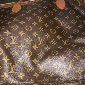 Selling my Louis Vuitton GM tote